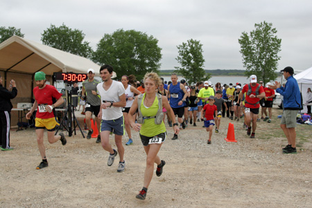 On-time departure for the 20km runners! (Photo copyright